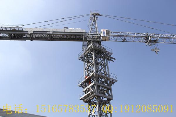 目前应用最广的是自升式和快速拆装式塔机。前者为上回转形式,后者为下回转形式。为了扩大塔机的应用范围,满足各种工程施工的要求,自升式塔机一般设计成一机四用的形式,即轨道行走自升式塔机、固定自升式塔机、附着自升式塔机和内爬升式塔机。